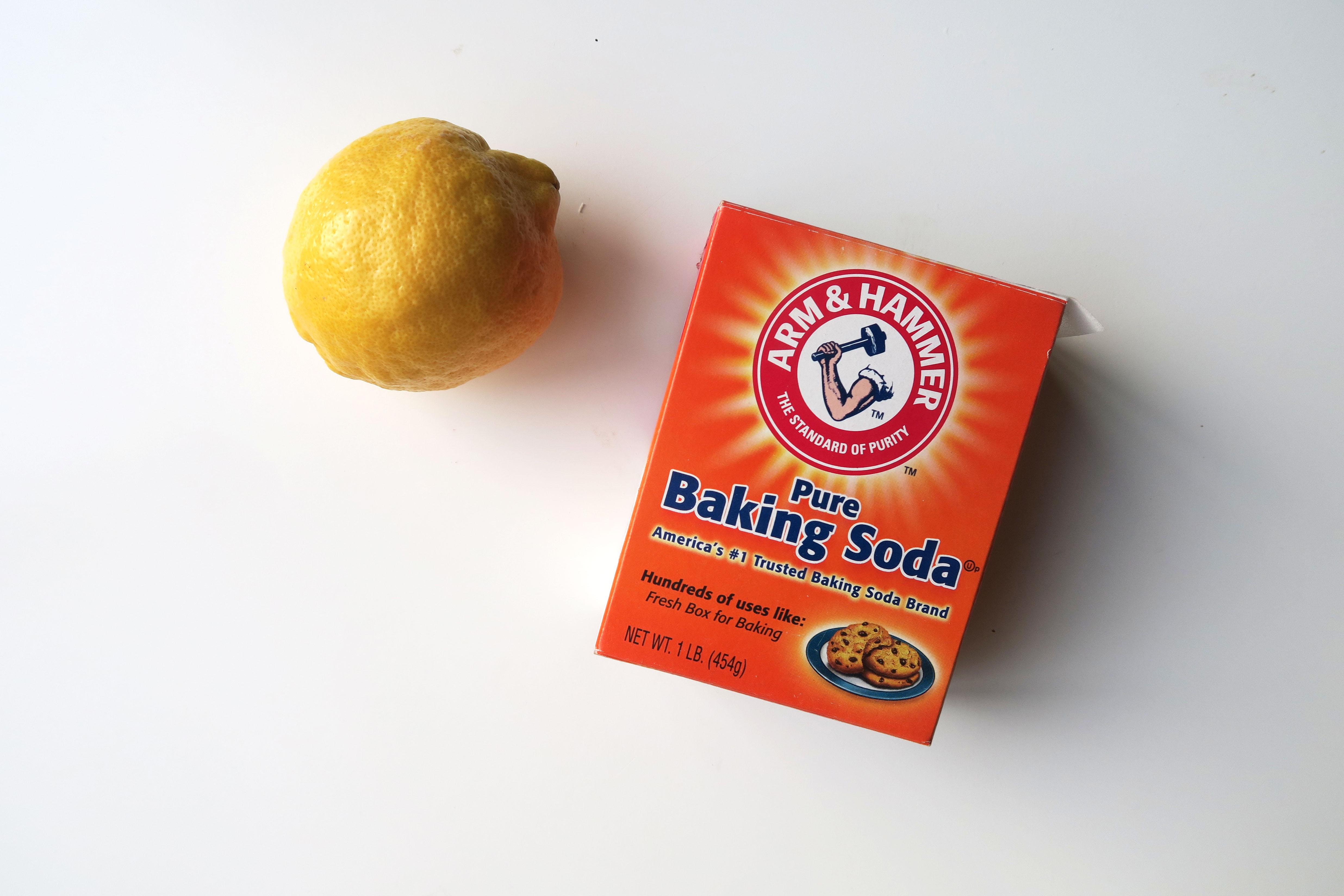 badkamer schoonmaken met baking soda